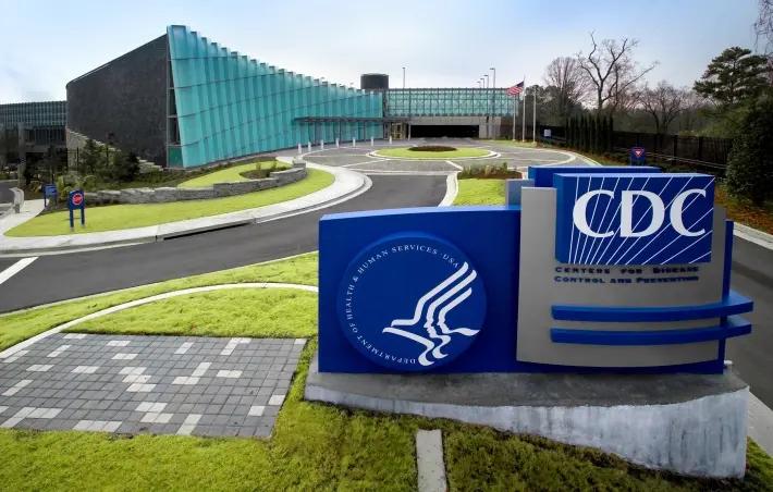Os reguladores de saúde dos EUA devem decidir nas próximas semanas se autorizam o uso de emergência de dois imunizadores