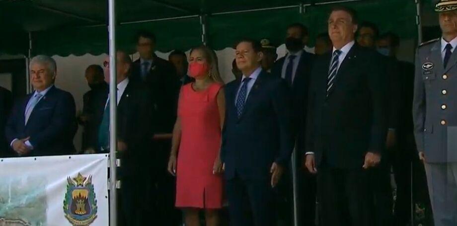 Bolsonaro participa de formatura na Aman