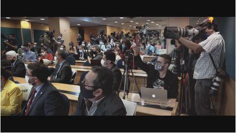 Ao longo de três meses, a equipe acompanhou os profissionais de imprensa e presenciou situações importantes do trabalho de 63 pessoas em cinco cidades