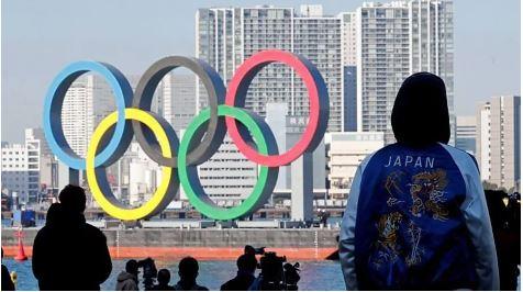 De acordo com o Comitê Organizador, os custos adicionais dos Jogos serão divididos entre o governo japonês, a cidade de Tóquio e o próprio COL