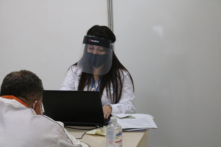Atendimento é feito tomando cuidado de prevenção ao covid-19