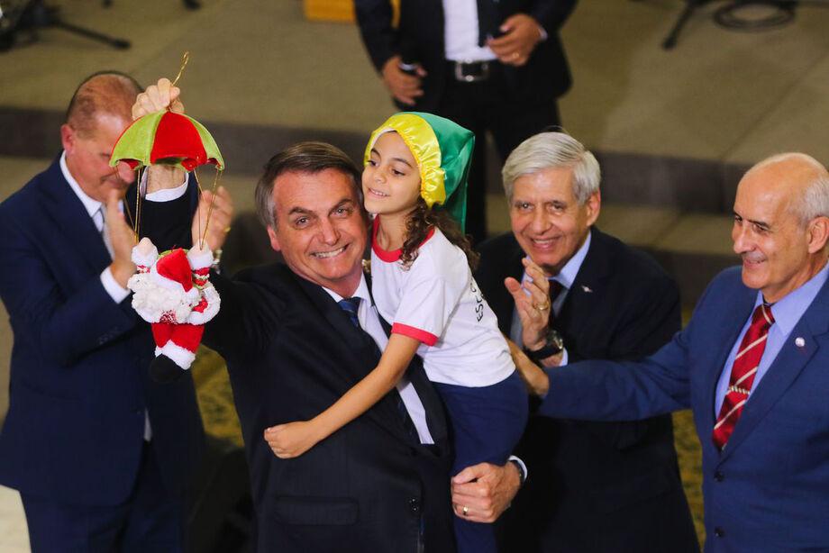 Bolsonaro fez uma rápida passagem no palácio