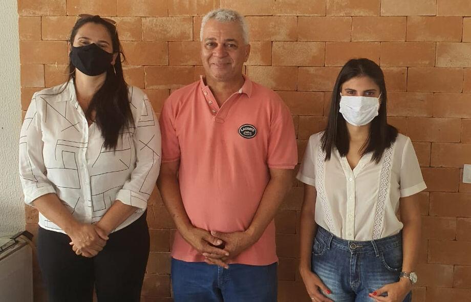 A agenda do deputado Cabo Almi(PT), desta manhã de sexta-feira (4), foi destinada a duas vereadoras recém eleitas pelo Partido dos Trabalhadores, Camila Jara de Campo Grande e Laine Dimeira da cidade de Rio Verde de Mato Grosso