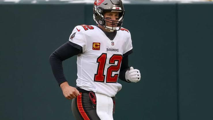 Brady, aos 43 anos, se classificou ao décimo Super Bowl da sua carreira, mas o primeiro fora do New England Patriots