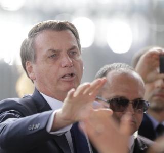 Grupos da direita repetem esquerda e pedem saída de Bolsonaro no Rio