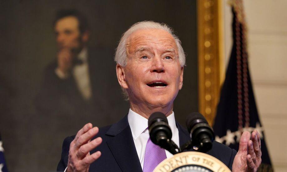 O presidente dos Estados Unidos, Biden, assinou diversos decretos para combater a mudança climática.