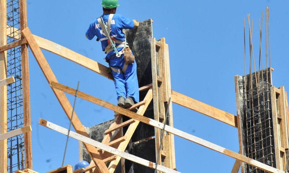 Com a construção civil em alta, Funtrab disponibiliza 78 vagas na Capital