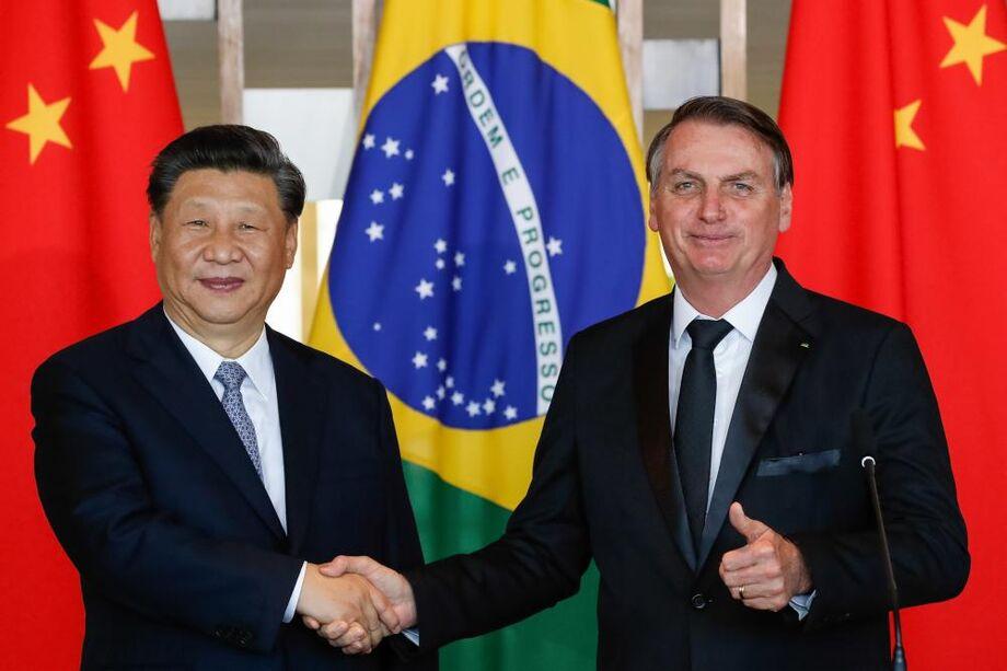 Os insumos foram enviados após reunião virtual do embaixador chinês no Brasil, Yang Wanming, com o governador do Amazonas, Wilson Lima (PSC), e os deputados federais Evair de Melo (PP/ES) e Marcelo Ramos (PL/AM).