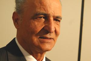 O ex-prefeito de Dourados e ex-deputado estadual Humberto Teixeira, de 82 anos, morreu por volta das 2h desta quinta-feira (21), vítima de Covid-19.