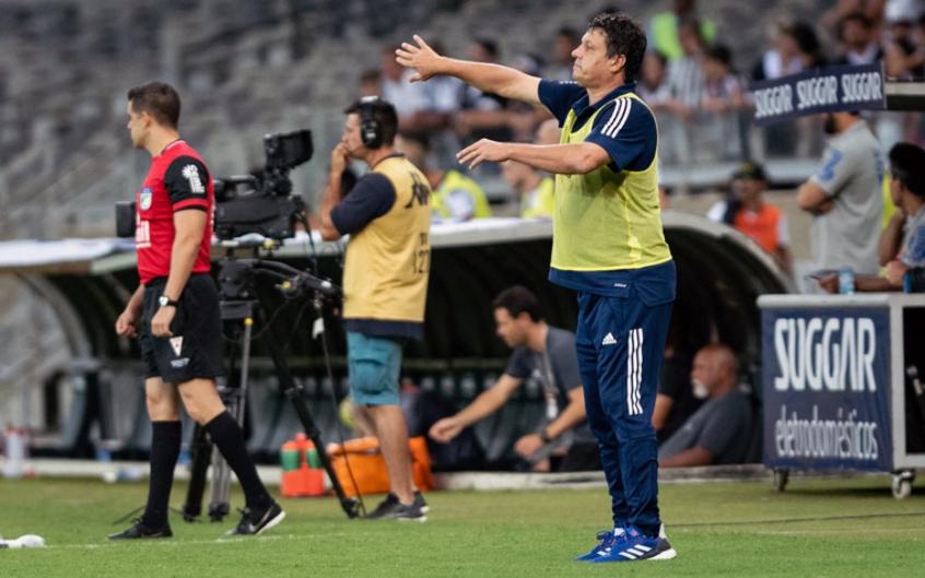 O técnico Adilson Batista comandando o Cruzeiro