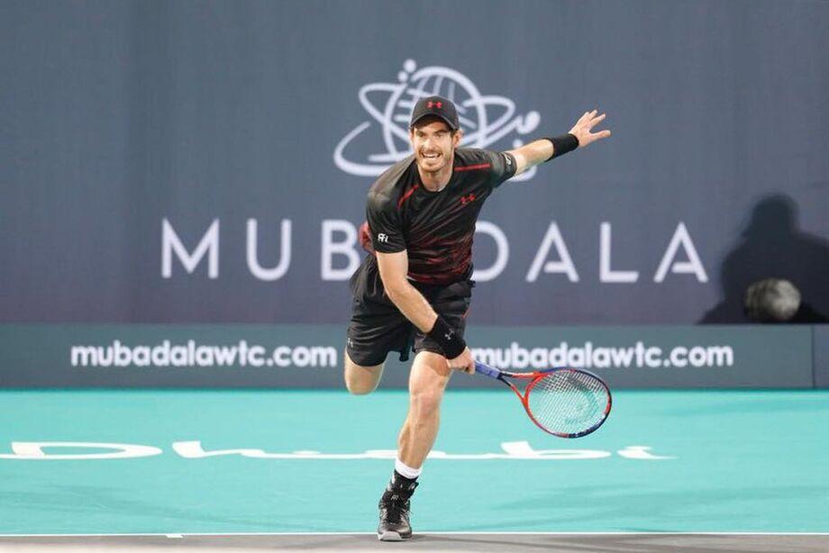 Andy Murray no torneio de Abu Dhabi, no qual jogou um set de exibição contra Roberto Bautista Agut