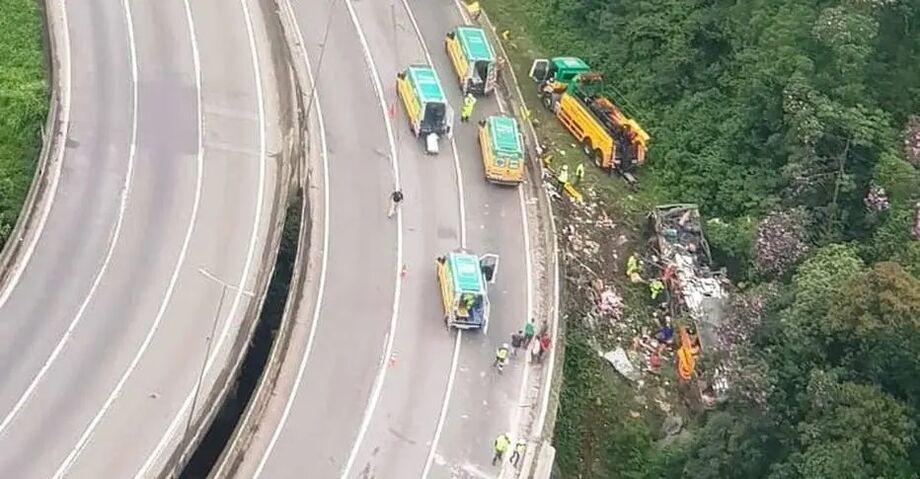 Acidente grave com ônibus de turismo em estrada do Paraná