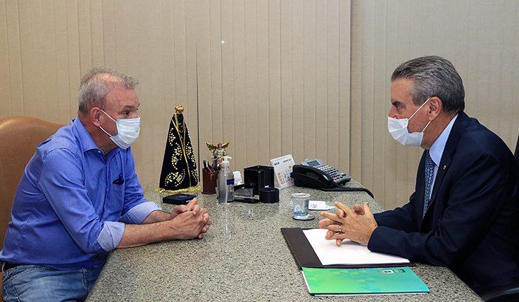 O secretário de Saúde, Geraldo Resende e o governador em exercício, Paulo Corrêa