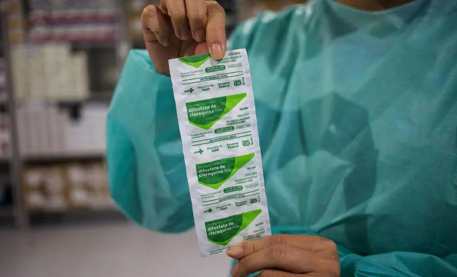 O presidente Jair Bolsonaro e o Ministério da Saúde indicam o uso de hidroxicloroquina como parte do chamado tratamento precoce
