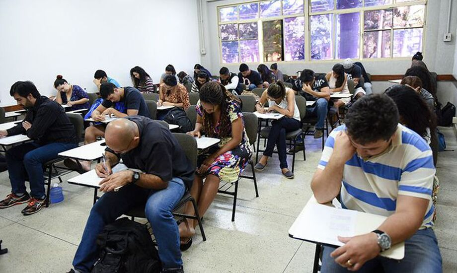 O prazo para inscrição no Exame Nacional para Certificação de Competências de Jovens e Adultos (Encceja) foi prorrogado para a próxima segunda-feira (25).