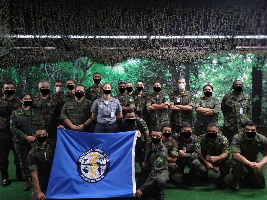 Exército realiza curso na Marinha do Brasil e fotos são publicadas com máscara fake