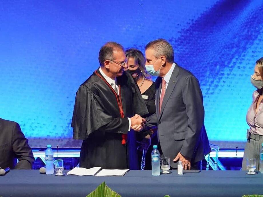 O desembargador Carlos Eduardo Contar e o presidente da ALEMS, deputado Paulo Corrêa
