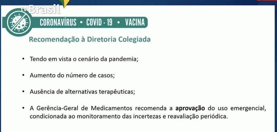 Slide mostra a recomendação da gerência da Anvisa para a aprovação do uso emergencial da vacina da Oxford; diretores ainda vão votar