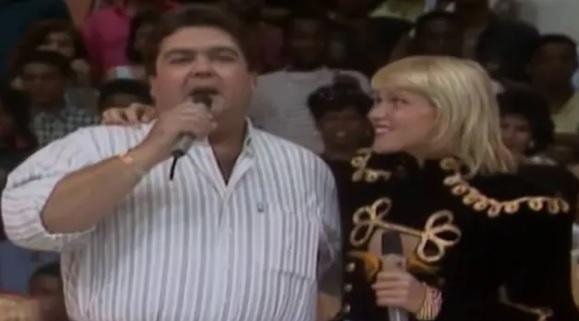 Fausto Silva, o Faustão, e Xuxa durante a estreia do 'Domingão do Faustão' em 1989