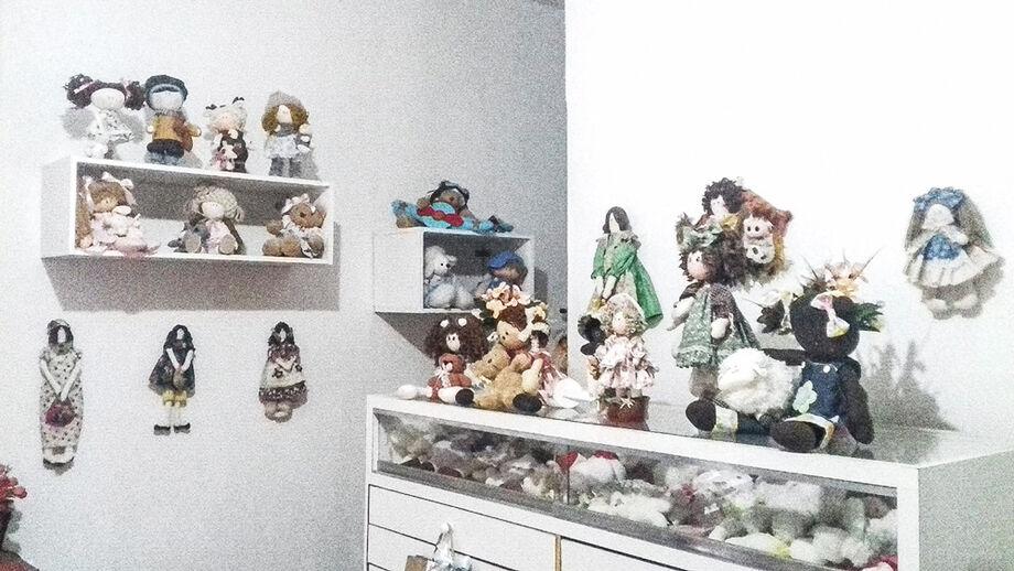 Marta garante que as bonecas de pano fazem sucesso e que as pessoas encomendam para decorar quartos de bebês e até mesmo para as crianças brincarem