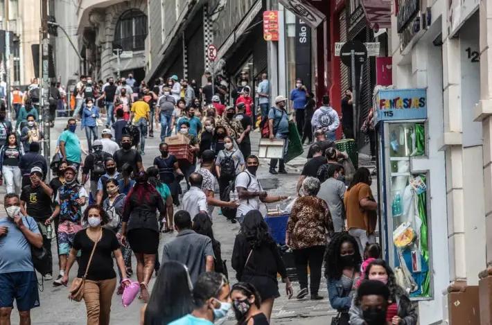 Movimentação em lojas na 25 de março