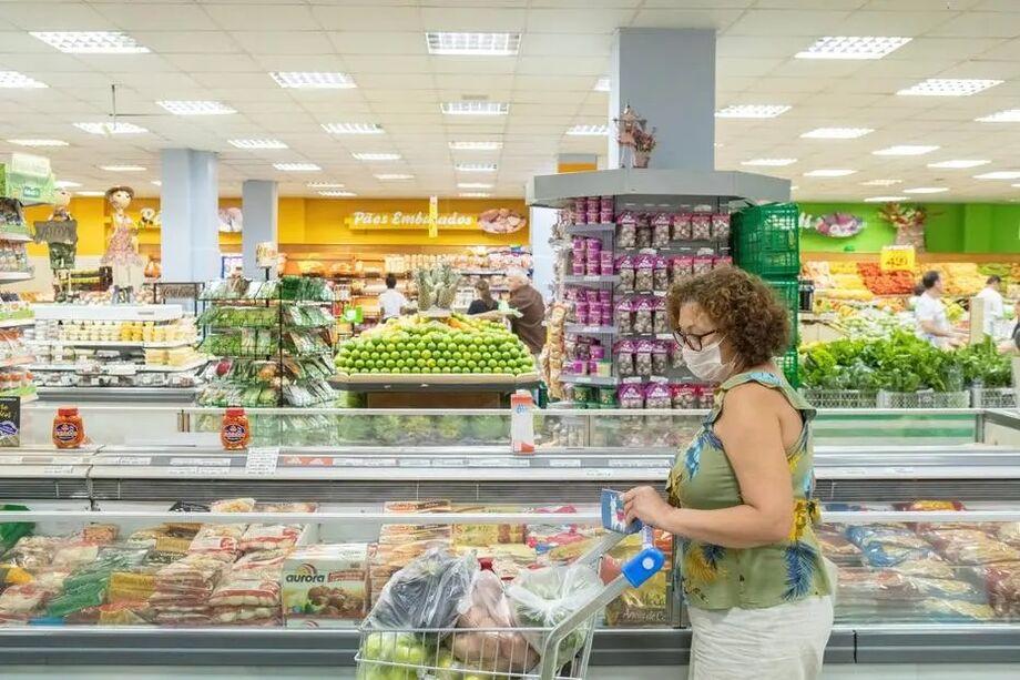 Pesquisadores nos Estados Unidos indicaram que é muito improvável a transmissão de coronavírus por alimentos ou por suas embalagens