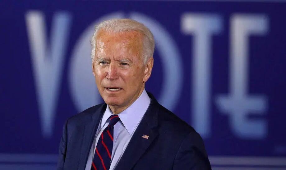 O presidente dos Estados Unidos, Joe Biden, vai realizar nesta segunda-feira uma cerimônia em homenagem às vítimas da covid-19