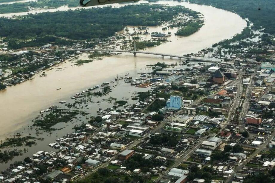 Rio Juruá transbordou após fortes chuvas no Acre