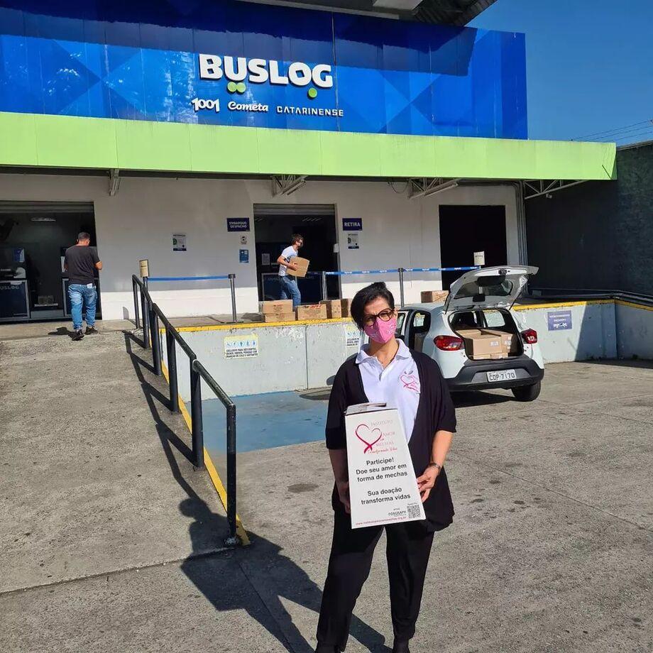 BUSLOG auxilia entidade na arrecadação e entrega de kits de beleza