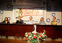 A diretora Reni Domingos recepcionou autoridades para discutir drogas e violência