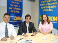 REUNIÃO EM BRASÍLIA - Ao centro, o prefeito William se encontra com Natã Gomes e Laize Carvalho, do