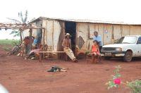 Assentados moram em condições precárias no assentamento que originou a Fazenda Eldorado