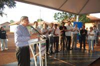 Governador André Puccinelli, discursando diante de autoridades e familiares do homenageado José Octá