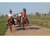 O prefeito foi recepcionado por uma comitiva de cavaleiros terenas da Córrego do Meio, caracterizado