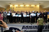 Acadêmicos do curso de Administração da Anhanguera, foram homenageados, na Câmara Municipal