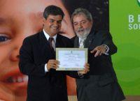 """O prefeito Nelson Trad Filho recebeu das mãos do presidente Lula o prêmio  """"Brasil Sorridente"""""""