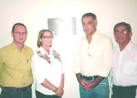 HOMENAGEM - Na foto, seu filho Luiz Otavio, representando a família do homenageado, a presidente do