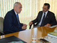 O ministro da Agricultura, Reinhold Stephanes, confirmou ao senador Valter Pereira (PMDB), presenç