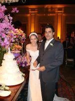 Os noivos Priscila e Gabriel, em recepção festiva no Buffet Leopoldo em São Paulo