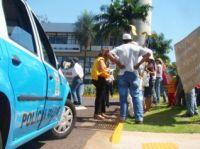 A polícia Militar foi chamada para evitar tumulto em frente a prefeitura.
