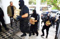 Mais de 1,2 tonelada de maconha, armas e veículos foram apreendidos no Paraná