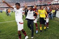 Flamengo é campeão brasileiro com vitória suada (2 a 1) no Maracanã