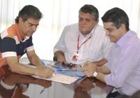 O prefeito Nelson Trad, presidente da Junta Interventora, Issan Moussa e o presidente da concessioná