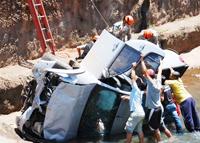 Motorista falava ao celular quando foi fechado por um veículo na avenida Fernando Corrêa da Costa