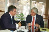 O prefeito de Ribas do Rio Pardo, Roberson Moureira com Delcidio em Brasilia, tempo curto para pedir