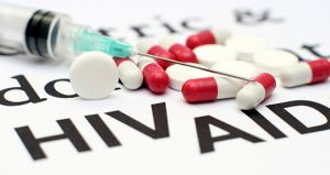 Em testes feitos em seres humanos, o anticorpo foi capaz de reduzir em até 250 vezes a concentração de vírus presente na corrente sanguínea.
