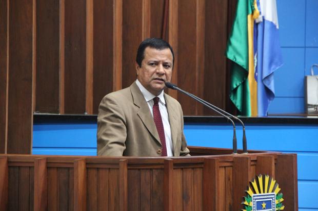 Conforme o deputado estadual Amarildo Cruz, justifica-se o pedido diante da informação da população mais carente do Estado, que tem aguardado uma moradia há mais de 10 anos sem sucesso.