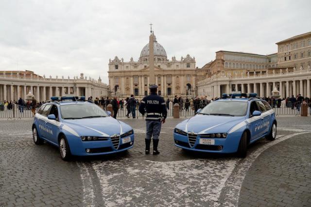 Polícia monitora o Vaticano no dia seguinte ao atentado na França