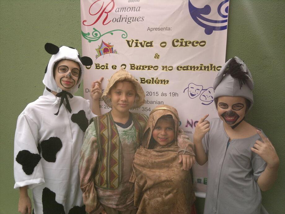 Turmas de Teatro infantil com a peça O Boi e o Burro a caminho de Belém
