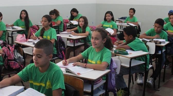 Os estudantes que queiram permanecer na escola em que estudam atualmente já renovaram a matrícula na própria escola.